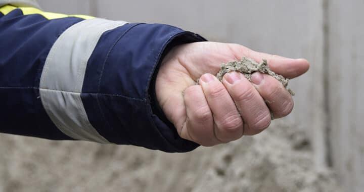 Kronløbsøen. Hånd med sand.